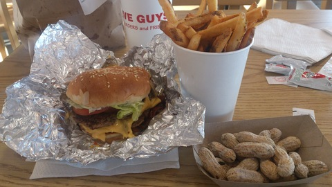 FIVE GUYS BYRGER1.jpg