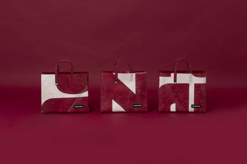 F704_CAKE_BAG_LIMITED_EDITION_URBAN_RESEARCH_Groupshot-red-Planzer_HighRes